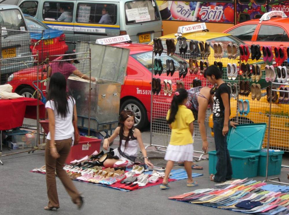 A Very Beutiful Shoe Vendor!