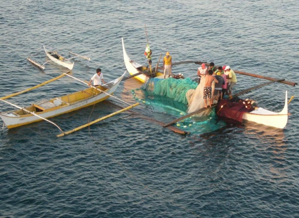 Bauan Early Morning Fishermen 006.jpg
