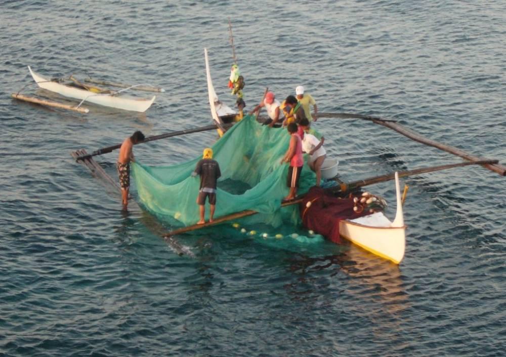 Bauan Early Morning Fishermen 003.jpg