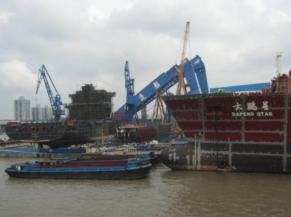 Collapsed heavy lift gantry crane shipbuilding incident, Huang-pu river near Shanghai