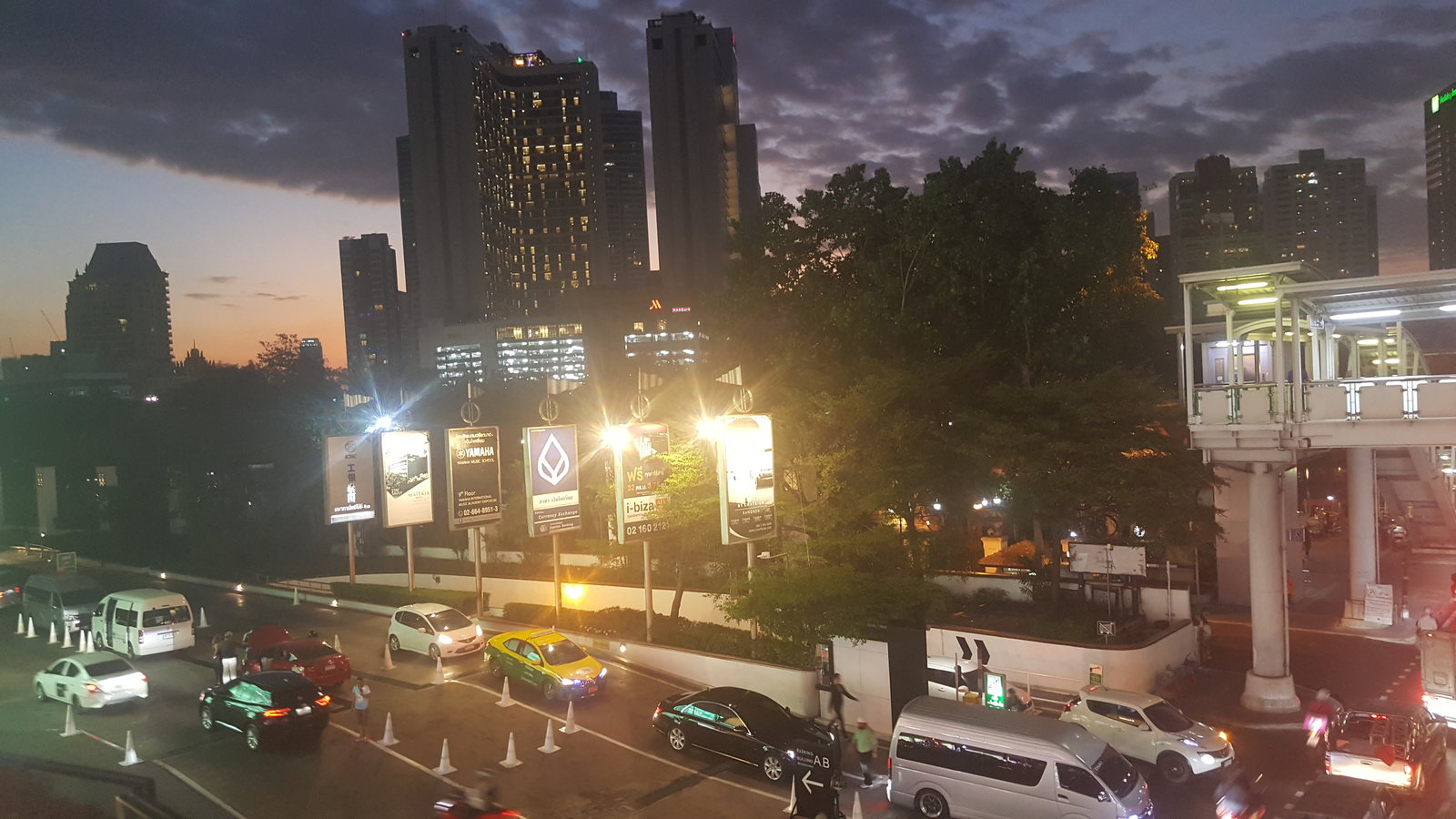 Bangkok - Prompong in the twilight zone