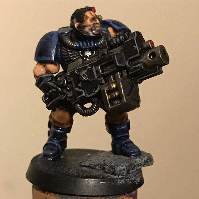 Crimson Fists Scout with Heavy Bolter